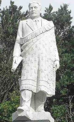 Sir Maui Pomare statue, Waitara